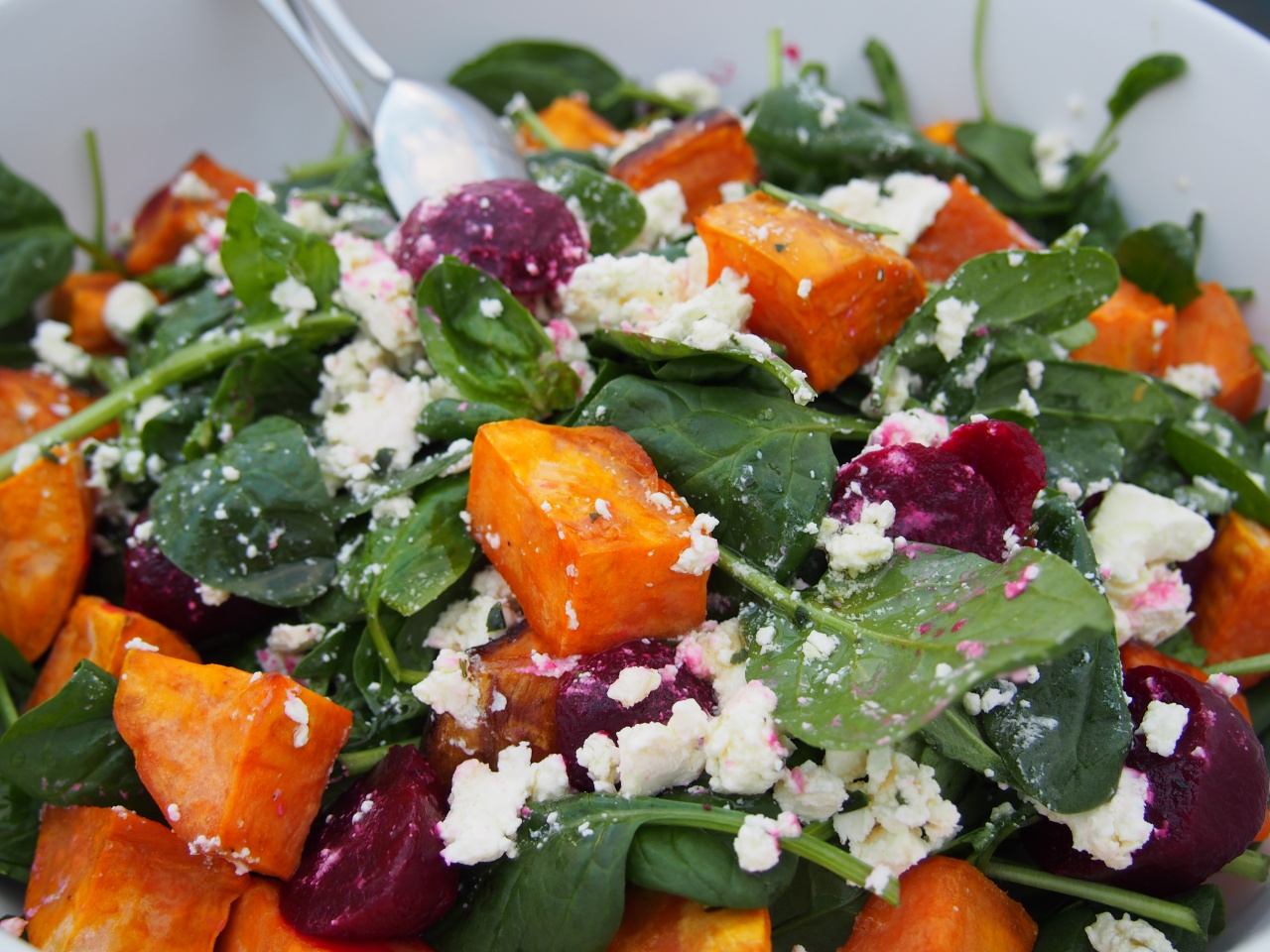 Baby spinach salad with feta, beetroot and grilled sweet potato
