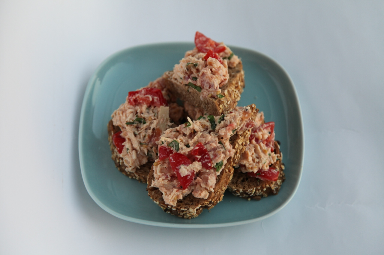 Healthy Tartine with Mediterranean ChickenSpread