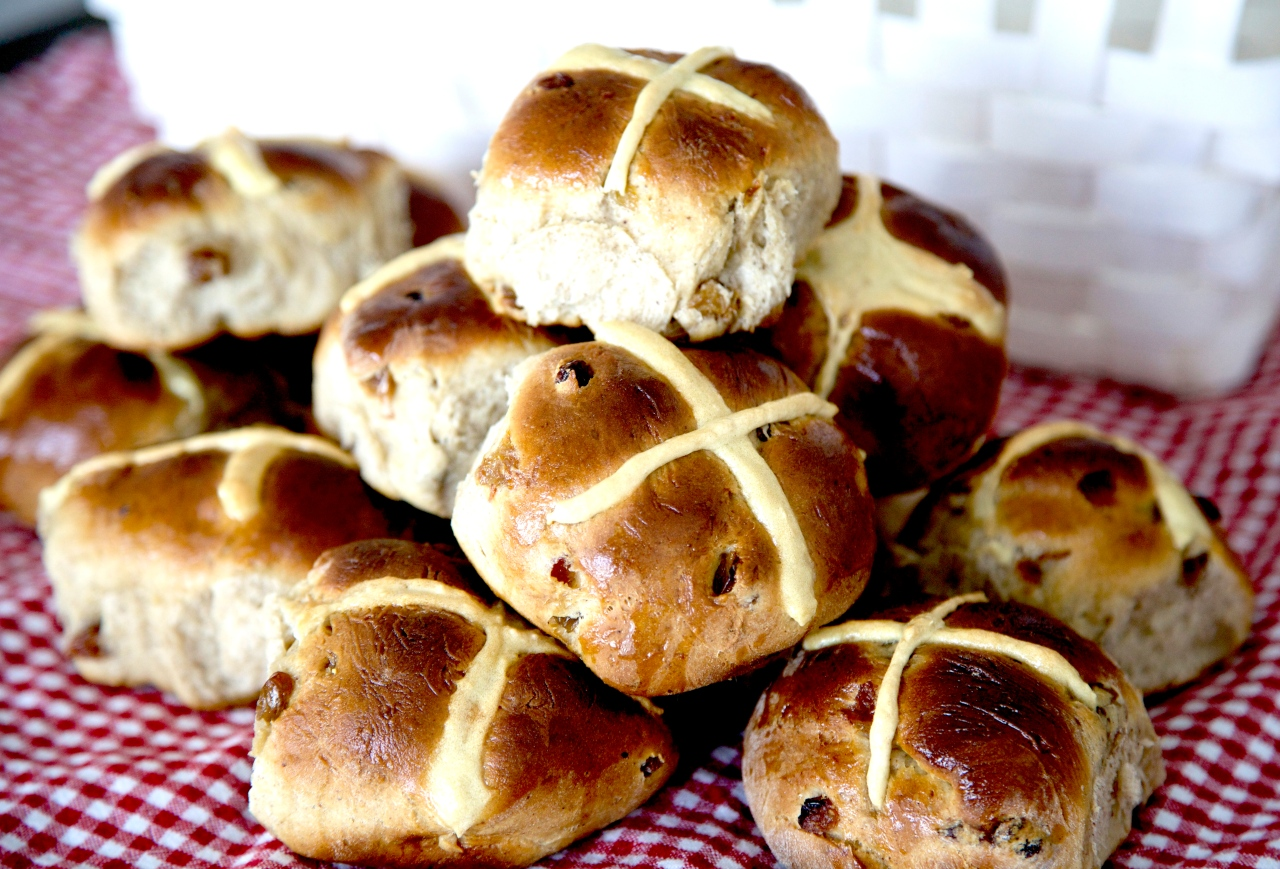 Easter is coming! Time for HOT CROSS BUNS…